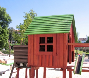 1340714_wooden_house_-_playground.jpg