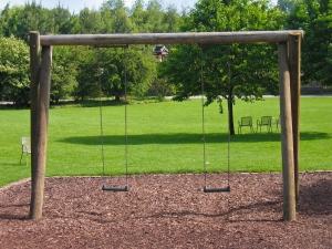 1351566_swing_in_a_park.jpg