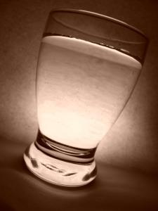 1409533_glass_of_water_1.jpg