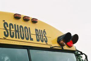 655548_school_bus_red_light.jpg