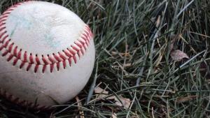 baseball-in-grass-1395007-m.jpg